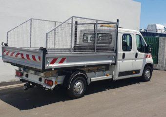 Fabrication de carrosseries industrielles Professionnel qui transforme et adapte des véhicules (3T5 principalement): pick-up plateau en benne; caisse destinée à un food truck sur châssis nu.